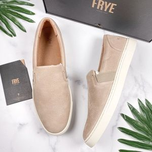 NIB Frye Ivy Slip On Fashion Sneakers Taupe Nubuck